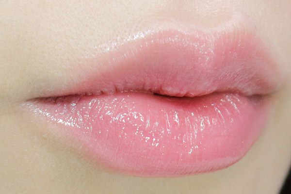 Đôi môi hồng hào căng mọng quá đơn giản với 3 bước đơn giản sau
