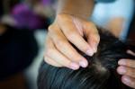 Tóc bạc sớm, bạn sẽ mừng rơi nước mắt vì tóc đen và suôn mượt trở lại nhanh chóng đấy