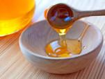 Thật kì diệu, từ ngày dùng mật ong rửa mặt theo cách này, da sáng sạch hết thâm mụn đến khó tin