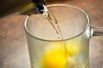 Uống 1 ly mật ong buổi tối theo cách này da lão hóa bao nhiêu cũng trẻ như gái 18