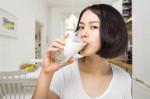 Tối nào cũng chăm uống 1 ly sữa tươi không đường trước khi đi ngủ, tôi bất ngờ khi thấy kết quả sau 1 tuần